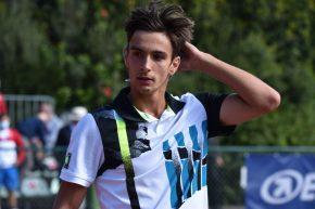 Lorenzo Musetti in azione all'Atp 250 di Pula @credit Lapresse