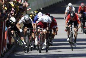 Cavendish cade e si frattura la scapola, Sagan è squalificato: giustizia o ingiustizia al Tour?