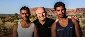 """""""Impariamo dagli aborigeni, faremo un'Australia migliore"""". Il mitico de Castella lancia una maratona… sociale!"""