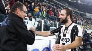 Juve-Napoli si decide con lo scontro diretto, ma i nervi fanno ancora scherzi al Pipita e non c'è tregua…