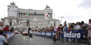 """Tutti sconfitti per l'ultima """"tappina"""" del Giro! I veri corridori sono quelli che ogni giorno pedalano a Roma…"""