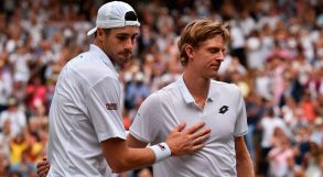 """Fermateli! No, non fermateli! Wimbledon esagera: """"gli alberi"""" vanno avanti troppo, Rafa e Nole troppo poco…."""