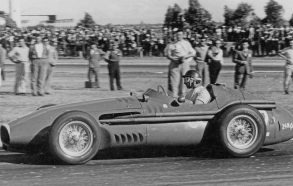 Hamilton come Fangio?  No, gareggiava in più categoria e ha un record imbattibile: ha vinto l'ultimo mondiale a 46 anni e 42 giorni!