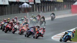 Motogp Valencia 2018, gara sospesa causa pioggia. Ripartiti, Rossi secondo