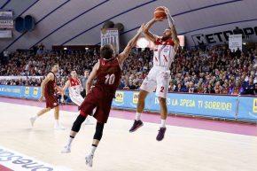 Basket, Milano domina il derby con Cantù