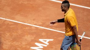 Sui campi da tennis c'è un giovane ribelle che piace agli adolescenti ed è protetto da Federer