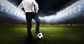 Calcio in bilico: gli interessi stravolgono il senso del gioco