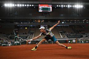 Tennis, il cielo del Roland Garros si colora d'azzurro. Grandi prestazioni di Sinner, Cecchinato e Travaglia