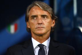 Mancini lotta come un leone ma è solo come un cane, ma lo sfondo della commedia è tragico